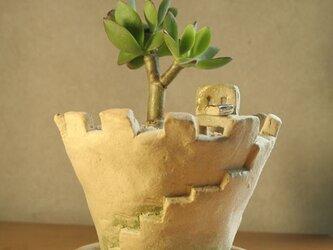 お城の植木鉢の画像
