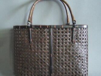 籐編みバッグの画像