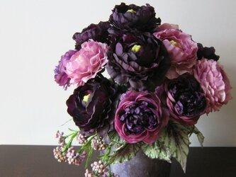 母の日に・・・アレンジメント、紫のラナンキュラスの画像