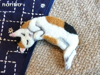 ■羊毛フェルトお昼寝猫ちゃんブローチ【Kさまご予約品】■の画像
