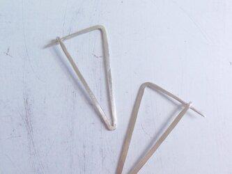 シルバートライアングルピアス Triangle Earringsの画像