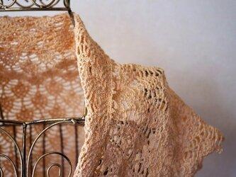 パイナップル編みの台形ミニショール(アンズクリーム)の画像