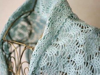 パイナップル編みの台形ミニショール(パステルブルー)の画像