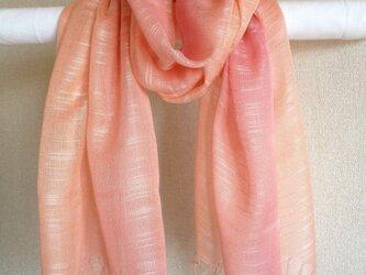 春の手染めシルクストール サーモン×桜色の画像