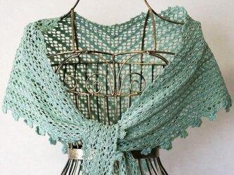 ネット編みの三角ショール(パステルグリーン)の画像