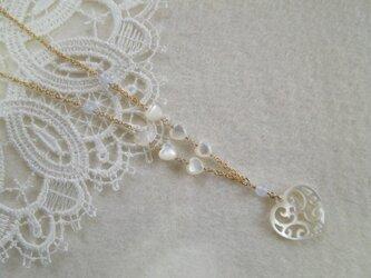 【値下げ】K14GF製シェルの透かしハートとブルーカルセドニーのネックレスの画像