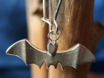 蝙蝠のピアスの画像