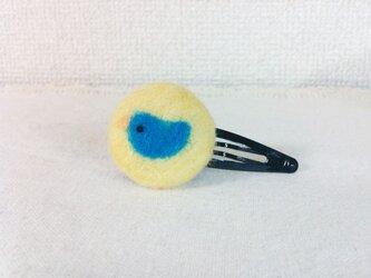 羊毛フェルトのくるみボタン・ヘアピン(とりさん)の画像