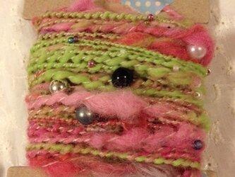 アートヤーン(手紡ぎ糸)18.5gキミドリピンク系×ビーズの画像