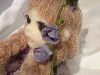 【人形】三つ編みの女の子【インテリア用】の画像
