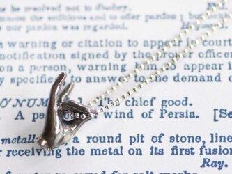 きつねの手影絵ネックレスの画像