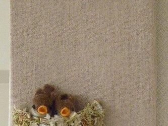 スズメのヒナのファブリックパネルの画像