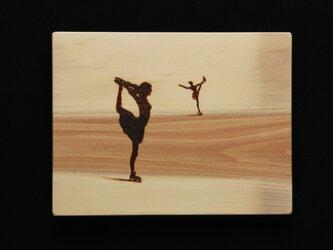 フィギュアスケート (焼き板絵)の画像