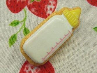 哺乳瓶のアイシングクッキーブローチの画像
