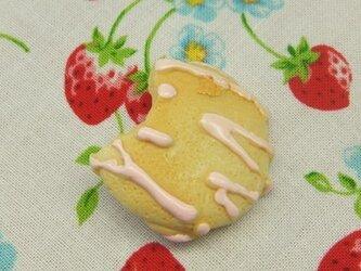 食べかけストロベリーチョコビスケットブローチの画像