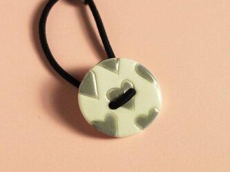 磁器ボタンゴム 丸 ハート グレーの画像