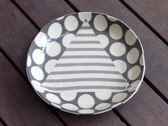 幾何柄ねり込み皿(三角しま模様)の画像