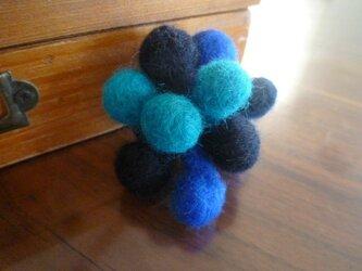 羊毛フェルトのポコポコブローチ(ブルー)の画像