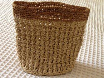 麦わら素材の手提げバックの画像