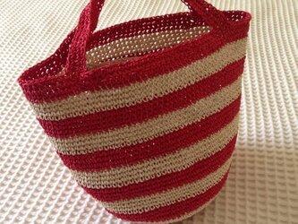 麦わら素材のしましまバック(赤)の画像