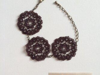 フリルみたいなお花のブレスレット chocolateの画像