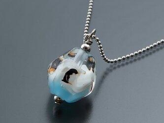 とんぼ玉のネックレス(ペンギン・大)の画像