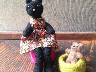 おしゃれなワンピースの黒猫さん(ワイヤー入り)の画像