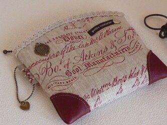 英字リネンとワインカラー革のおしゃれポーチの画像