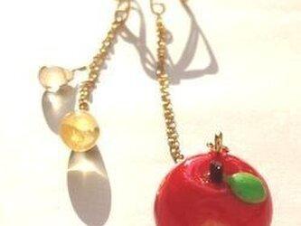蜜りんごのイヤーカフの画像