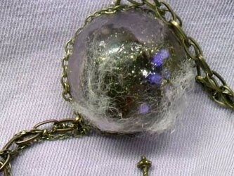 綿の中の蝶 ネックレスの画像
