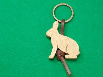 ノウサギ / 兎 木のキーリングの画像