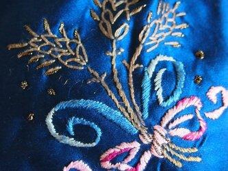 麦とリボンの刺繍のシルクのサシェ (ラベンダー)の画像
