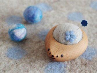 ハリネズミの羊毛ピンクッション【針山】お花 水色の画像