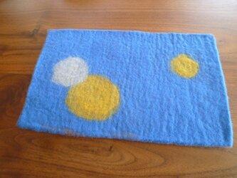 羊毛フェルトのミニランチョンマット(ブルー×ドット)の画像