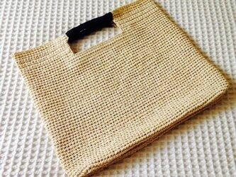 麦わら素材のスクエアバックの画像