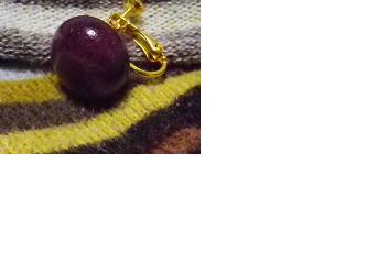 パープルハートの丸のイヤリングの画像