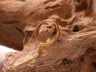 一粒のリングの画像