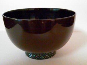 潤み高台螺鈿椀(市松模様)の画像
