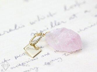 K18◆希少な自然結晶 ローズクォーツ 原石ペンダントの画像