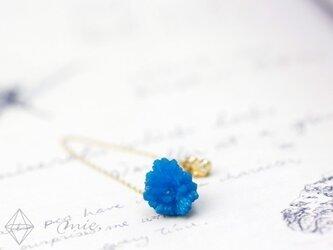 K18◆地中に咲く蒼き花 カバンサイト結晶チェーンピアスの画像