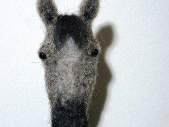 芦毛馬のブローチの画像