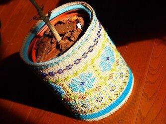 フェアアイル風ビーズ編み - ごみ箱 兼 鉢カバーの画像