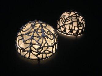 クリスマスの灯り(黒半丸)の画像