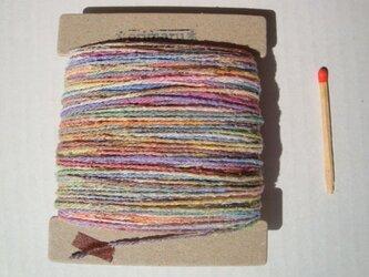 淡い虹色グラデーション糸の画像