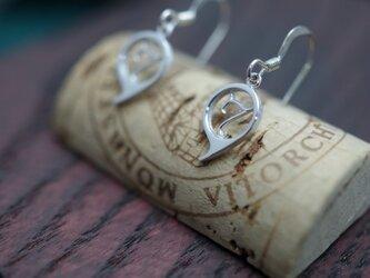 number 7 pierced earringsの画像