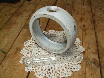 *陶器の一輪挿し*粉引きの画像