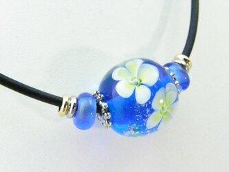 とんぼ玉 チョーカー 【水中花 ブルー】の画像