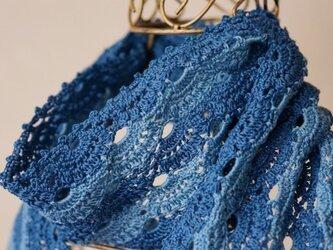 ツートーンブルーのミニスカーフの画像