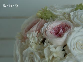 ショートキャスケードブーケ ホワイトローズ&ピンクオールドローズの画像