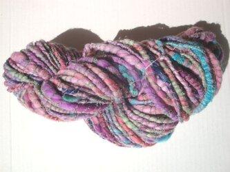 ニュアンスカラーとプクプクの糸の画像